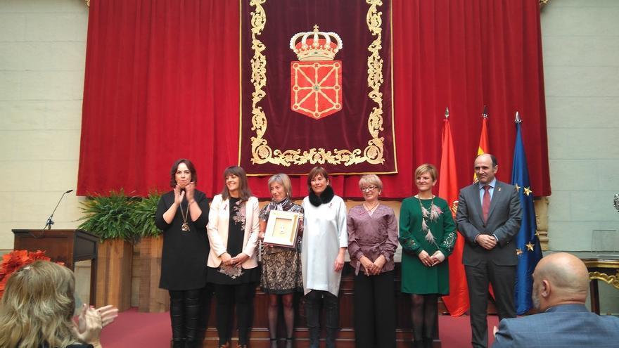 """Saray recibe la Medalla de Oro de Navarra destacando que """"lo único incurable son las ganas de vivir"""""""