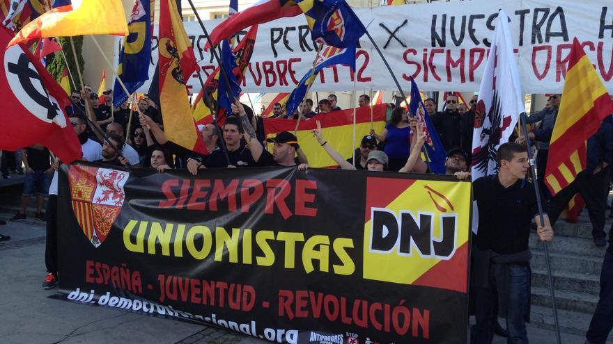 """300 ultras marchan hasta Montjuïc por la unidad de España y contra """"el separatismo"""""""
