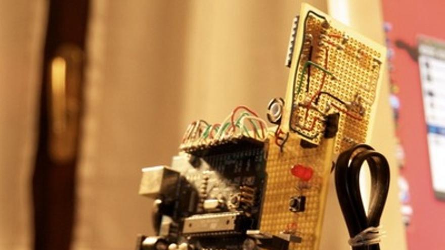 Prototipo en miniatura de Arduway, un patinete estilo Segway (Foto: Arduino Forums)