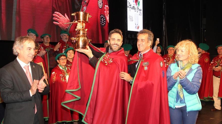El periodista Roberto Leal recibe el título de Orujero Mayor en Potes