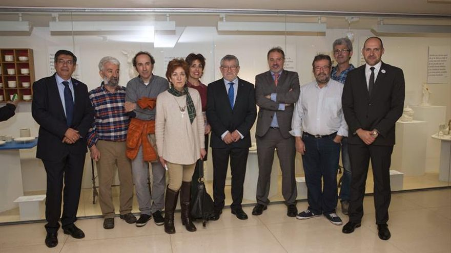 Tradición y vanguardia en la exposición de cerámica 'Cervantes en la mesa'