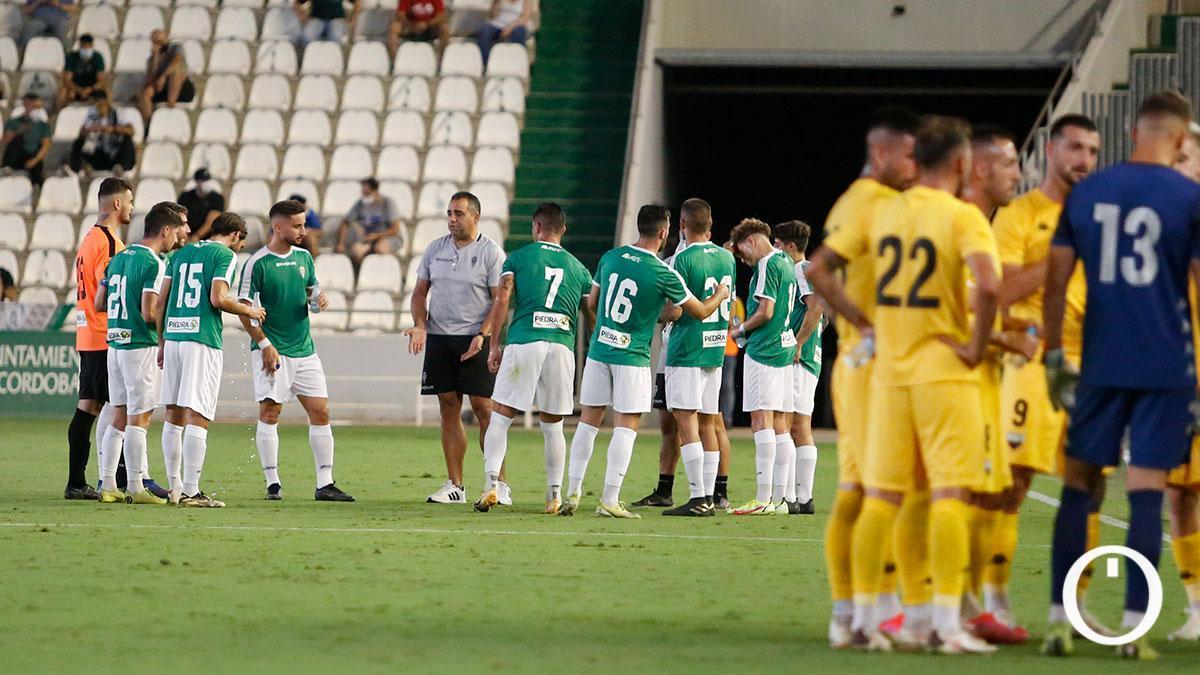Jugadores del Córdoba durante un amistoso