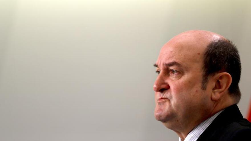 El presidente del PNV, Andoni Ortuzar, analiza en una conferencia de prensa el estado de los trabajos de la ponencia de autogobierno del Parlamento Vasco.