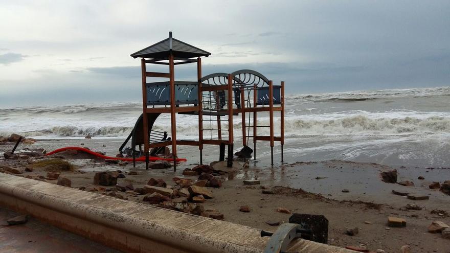 El agua se ha comido la playa de Almenara