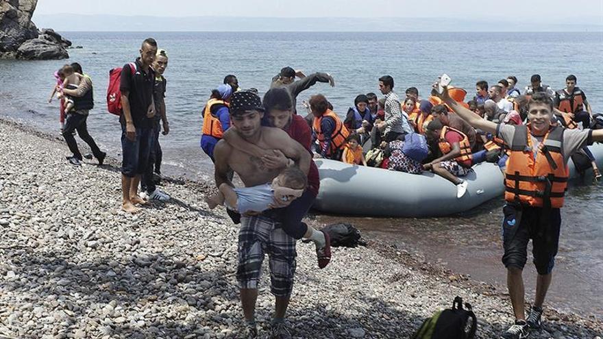 El alcalde de la isla griega de Lesbos exige descongestionarla de refugiados
