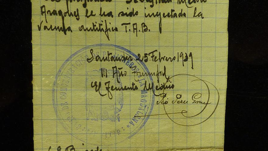 Certificado médico con el sello del campo de concentración de La Magdalena.