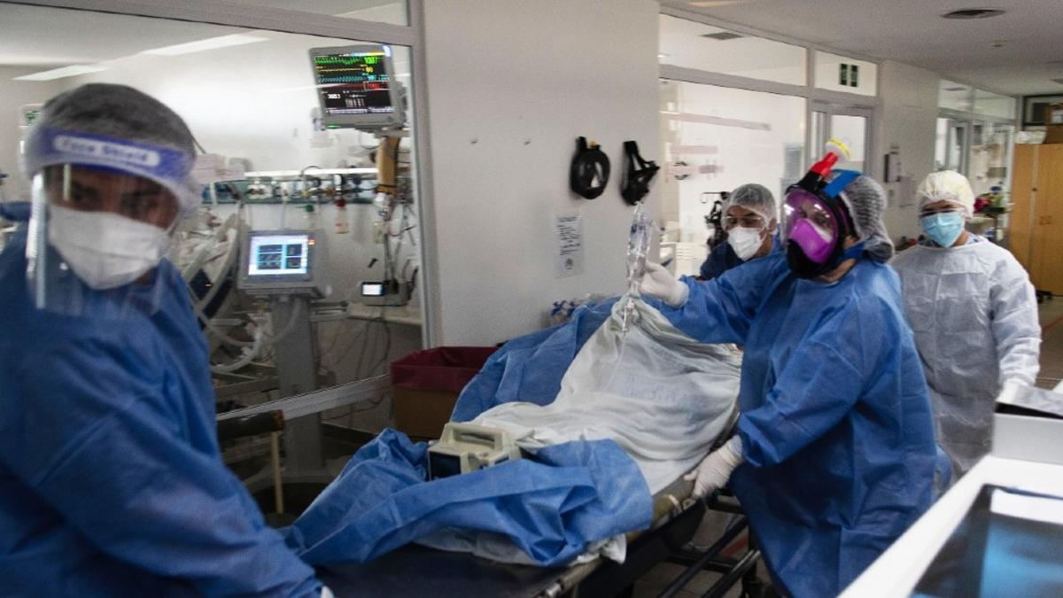 En la provincia de Buenos Aires es récord el número de derivaciones entre centros de salud para evitar el colapso sanitario..