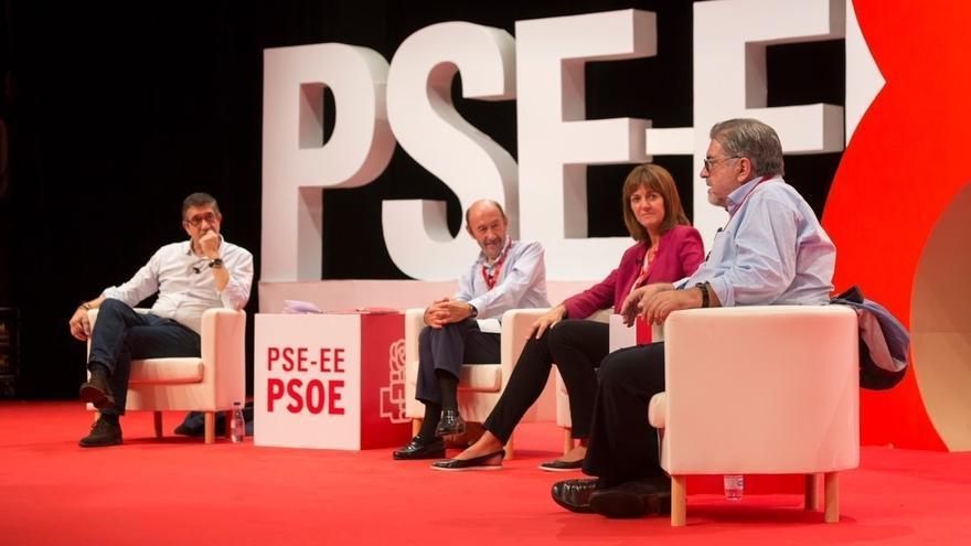 """Rubalcaba defiende que, sin los Gobiernos de Zapatero y López, no se habría conseguido """"este final"""" de ETA"""