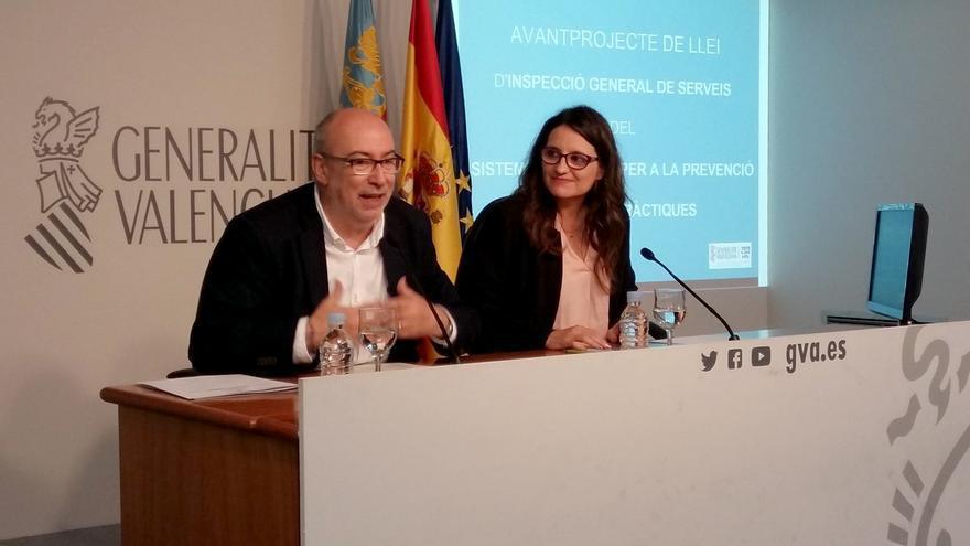 El conseller de Transparencia, Manuel Alcaraz, y la vicepresidenta Mónica Oltra en rueda de prensa