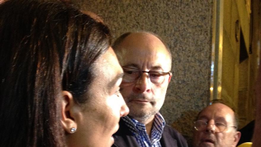 (AMP) El alcalde de Orense pone su cargo a disposición de la asamblea local, pero no dimite por ahora