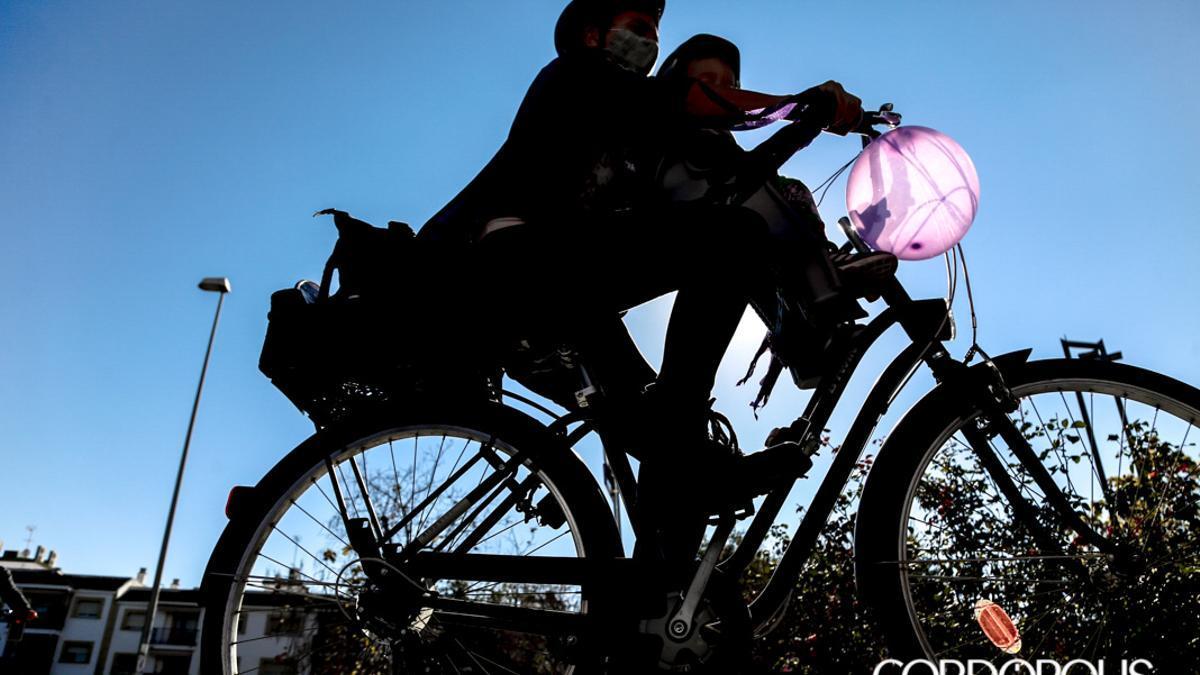 Imagen de una marcha en bicicleta.