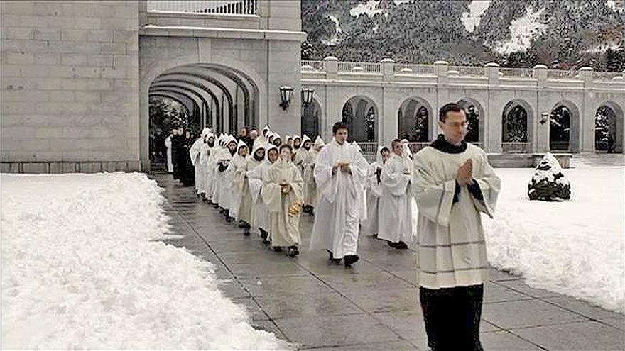 El prior Santiago Cantera en el documental 'A la sombra de la cruz', de Alessandro Pugno
