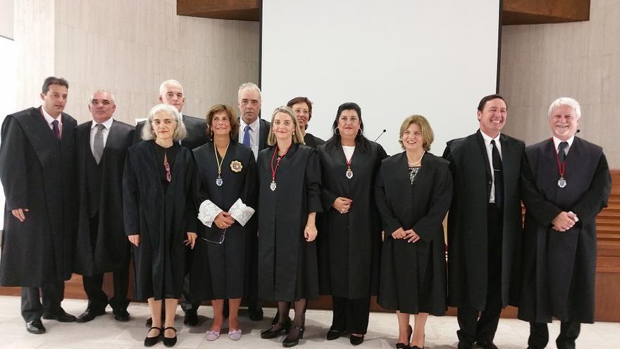 Cinco letrados recibieron este viernes la medalla por los 25 años de ejercicio. Foto: LUZ RODRÍGUEZ.