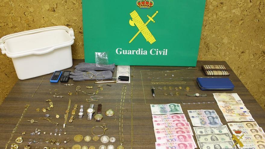 Detenidas cuando iban a salir de Cantabria con joyas y dinero robados