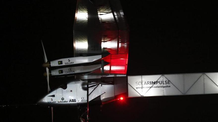 El avión solar parte de Birmania para proseguir su vuelta al mundo