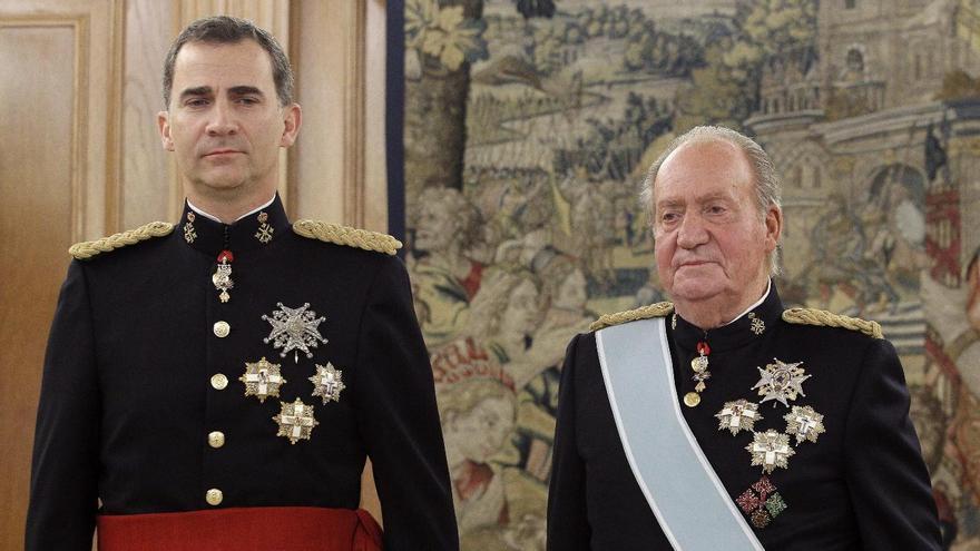 Don Juan Carlos y su hijo el Rey Felipe VI.