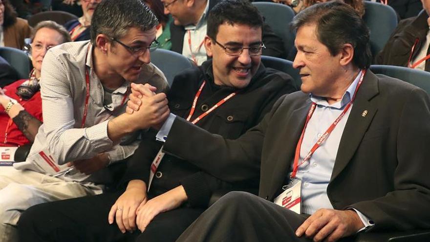 Eduardo Madina, Mario Jiménez y Javier Fernández durante la ponencia política que el PSOE ha celebrado en Madrid este sábado.