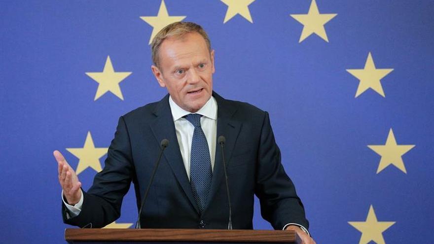 "Tusk advierte: ""Si Trump impone aranceles al vino francés, la UE responderá""bueno"