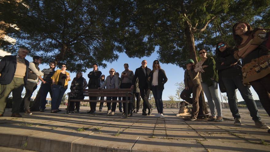 Algunos de los vecinos que se oponen a la construcción de vivienda pública en Valdebebas. / Fernando Sánchez