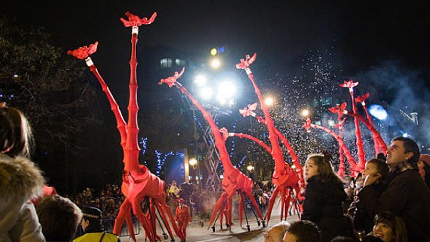 Jirafas articuladas de 'El Circo Ecológico de Alejandra Botto' en la cabalgata de Reyes de Madrid. Foto: Medioambientales.com
