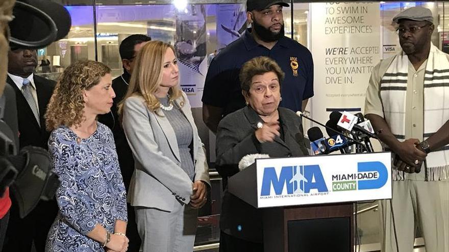Congresistas de Florida y trabajadores piden fin del cierre administrativo