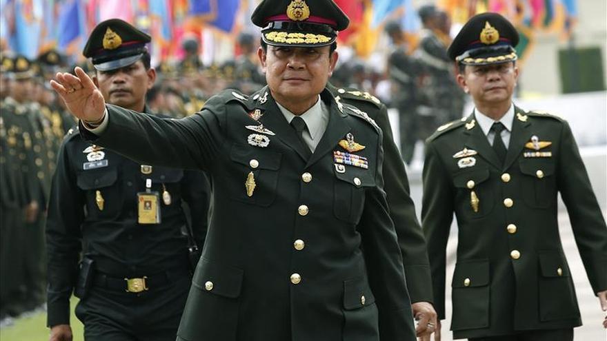 La junta militar defiende su gestión un año después del golpe en Tailandia