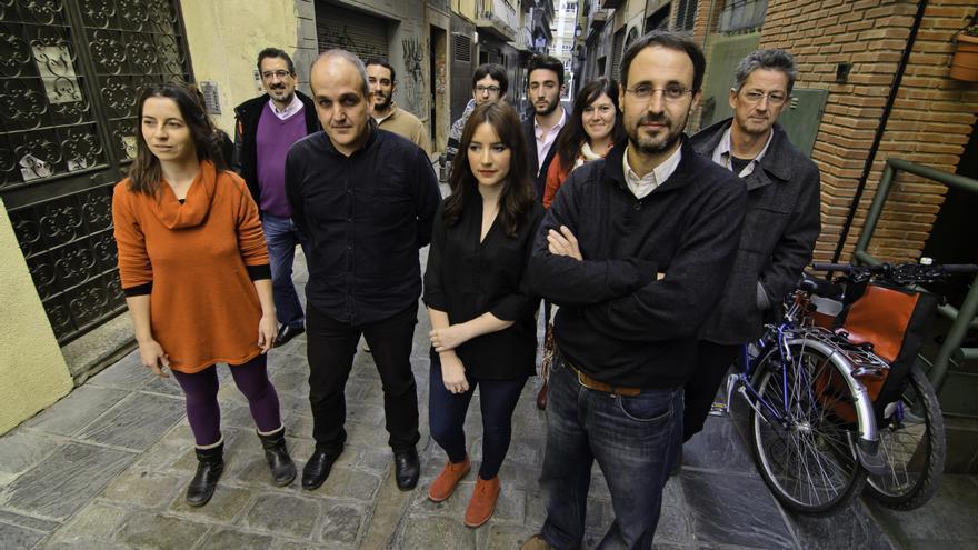 Alberto Matarán (der) y el equipo de Podemos Granada. Foto: Podemos GR.