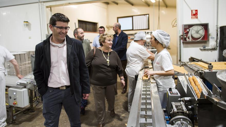 Imatge d'una visita de Jorge Rodríguez a una indústria