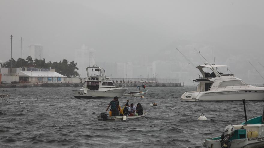 Tormenta tropical Enrique se debilita y se desplaza hacia Baja California Sur