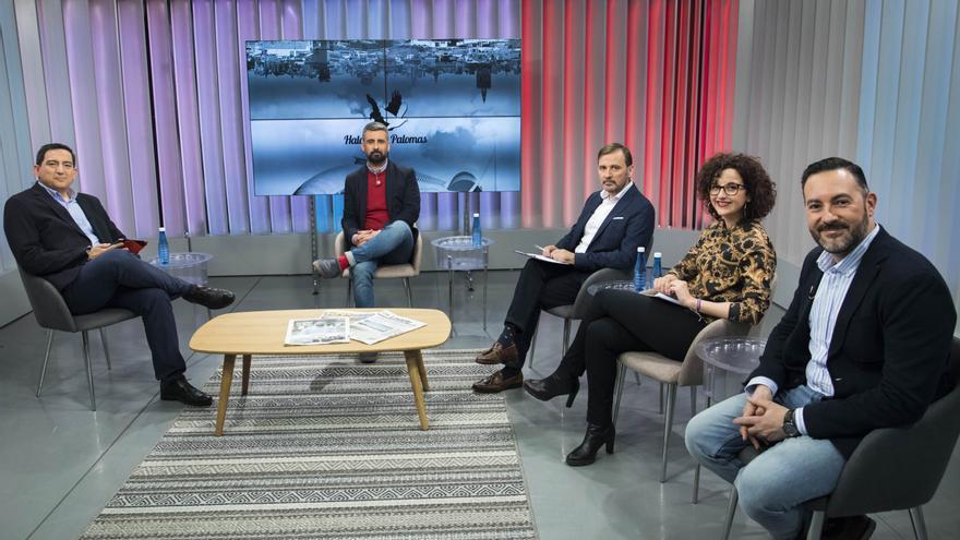 El concejal de Cultura Festiva, Pere Fuset (centro), en la entrevista de Levante TV