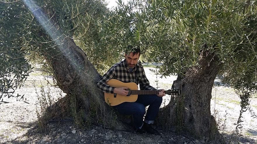 David Trueba presenta en Las Naves su documental en torno al ex vocalista de Australian Blonde