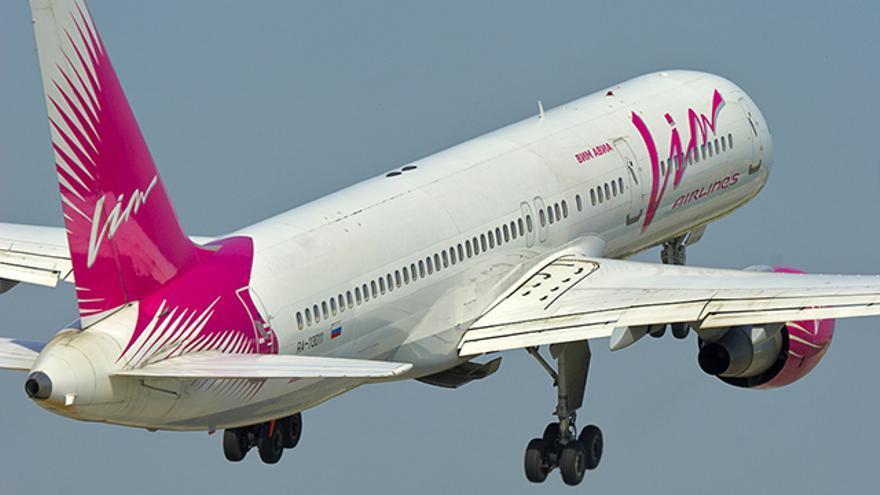 Aeronave de la compañía VIM Airlines