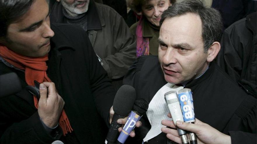 """""""Carlos"""" prohíbe a su defensa asistirle en su juicio en París"""
