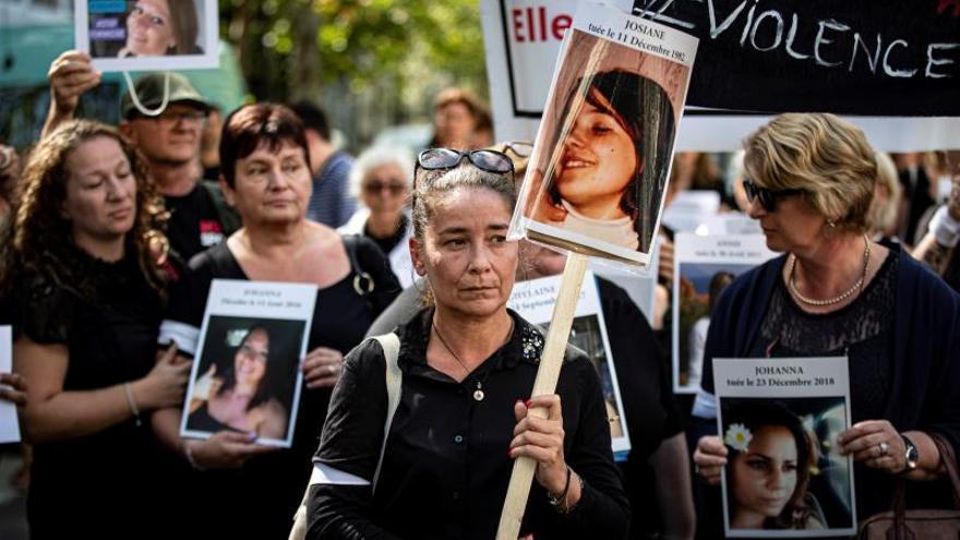 Francia lanza un plan contra violencia machista criticado por las feministas