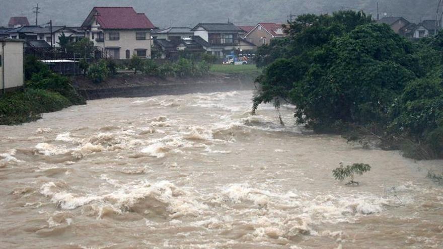 Al menos 8 muertos por las intensas lluvias que mantienen a Japón en alerta máxima