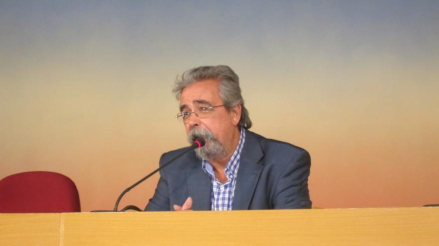 """Ángel Pérez (IU) le desea lo mejor en lo personal y remarca que el PP seguirá """"con la misma política"""""""