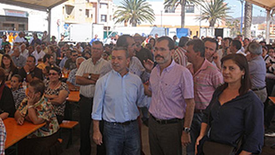 Paulino Rivero asiste al homenaje de las primeras listas electorales de Asamblea Majorera. (ACFI PRESS)