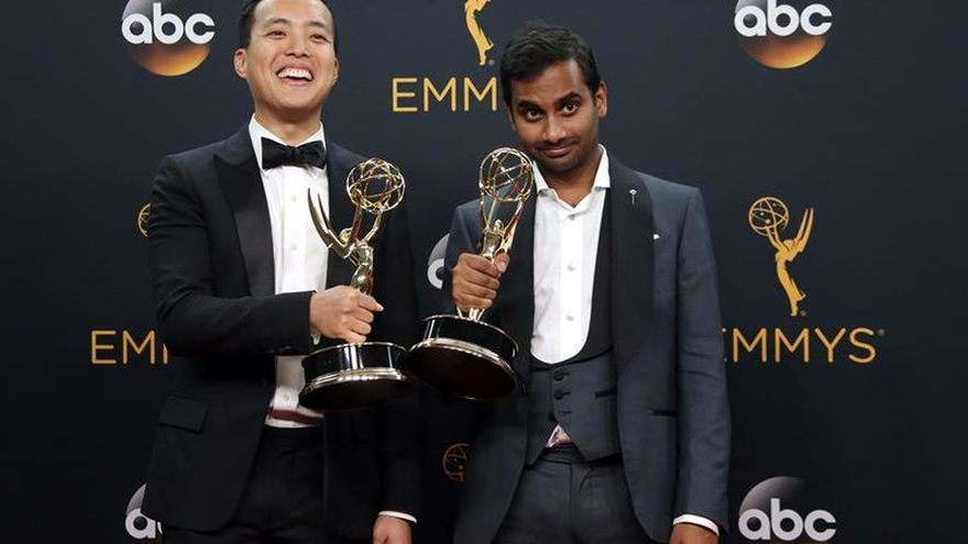 """Master Of None"" y ""Will and Grace"" nominadas a mejor comedia en Globos Oro"