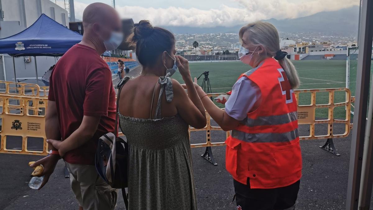 Atención de Cruz Roja a los afectados por el volcán.