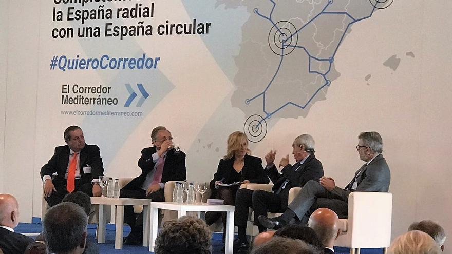 El presidente de AVE, Vicente Boluda (primero por la izquierda), en el acto celebrado en Murcia
