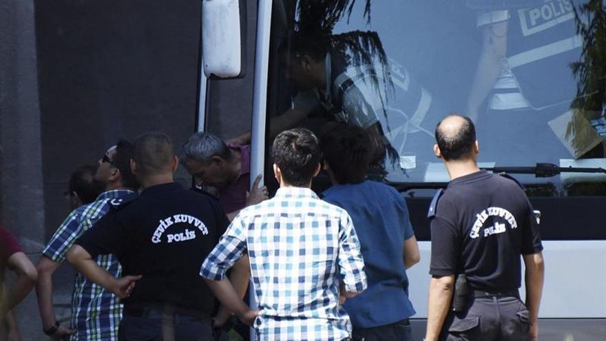 Más de 900 detenidos por golpismo o terrorismo en Turquía en una semana