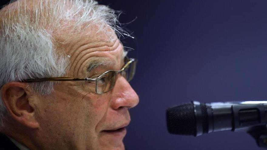 """Borrell dice que los candidatos del 26J deberían hacer """"un debate cada día"""""""