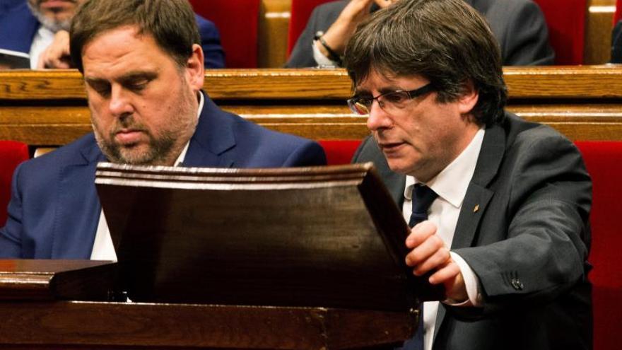 La comisión de 155 del Parlament cita a Sánchez,Rajoy, Puigdemont y Junqueras