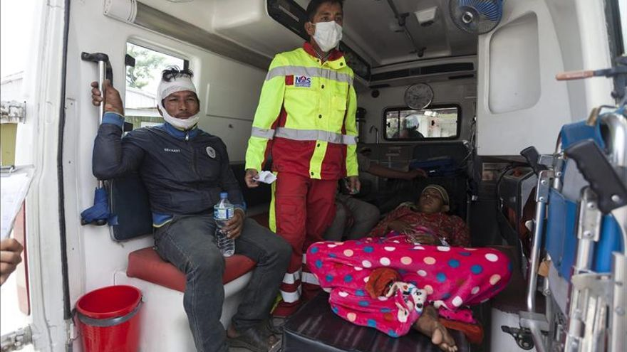 Nepal aumenta su desesperación sin que la ayuda humanitaria termine de llegar