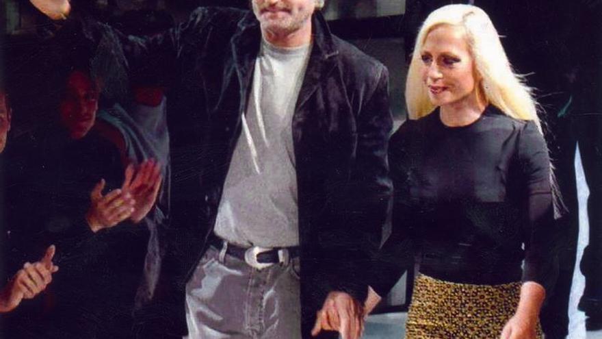 """Los Versace recuerdan a Gianni, asesinado hace 20 años: """"Te echamos de menos"""""""