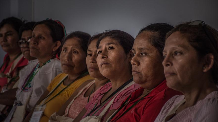 Mujeres campesinas e indígenas víctimas de violencia sexual durante los conflictos armados internos de Perú y Guatemala