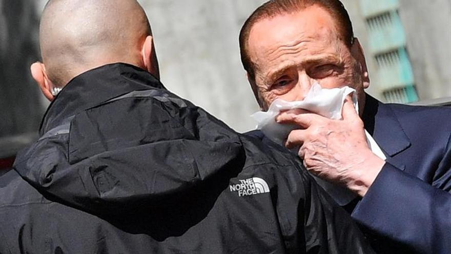 Berlusconi, atendido en un hospital tras herirse en el labio en una caída