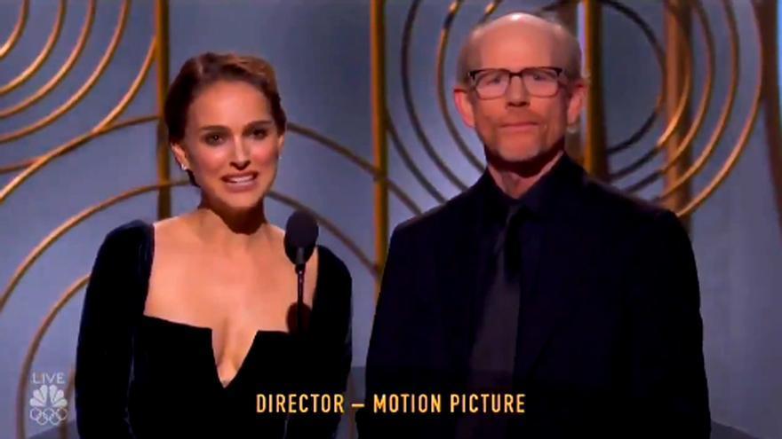 Natalie Portman, antes de entregar el Globo de Oro a Mejor director