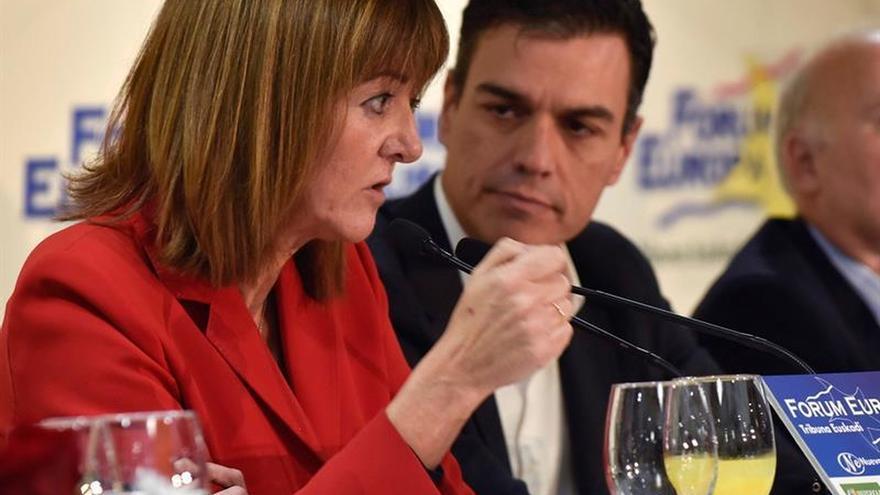 Sánchez ofrece todo el apoyo del PSOE a Carmena por insultos en chat policial