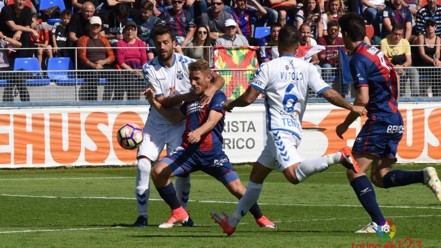 Imagen del encuentro entre la SD Huesca y el CD Tenerife.